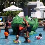 Hry s dětma u bazénu