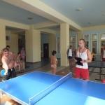 Ondřej vede turnaj v ping pongu